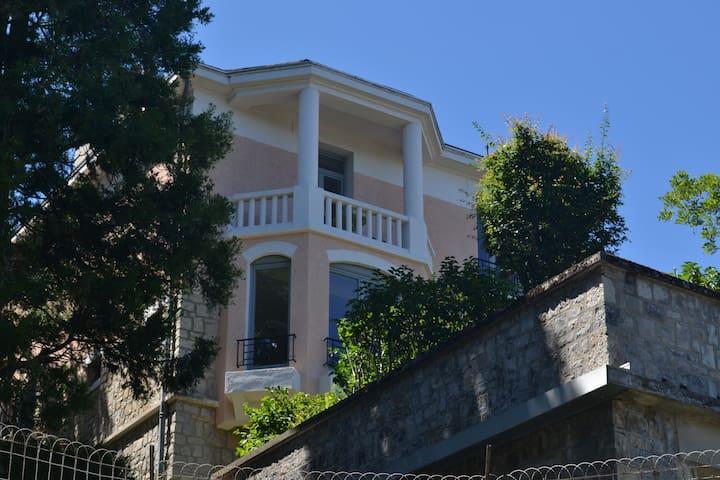 Le Bompard*** 50 m² Villa Art Déco avec jardin