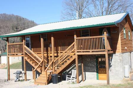 Lucky 13 Cabin - Elizabethton - 小木屋