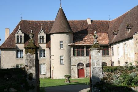 Chambre privée dans un château - Aixe-sur-Vienne