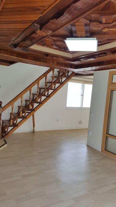 복층 올라가는 계단
