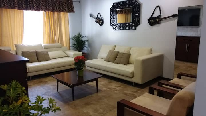 Beautiful 3 BR house in Cuenca with internet