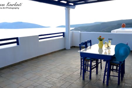 Summer house with majestic view of the Aegean!