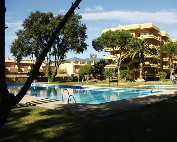 A 300 m de la mejor playa de Marbella, Gran piscin