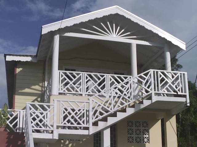 Breezy 1 Bedroom Apartment St.James - Fitts Village