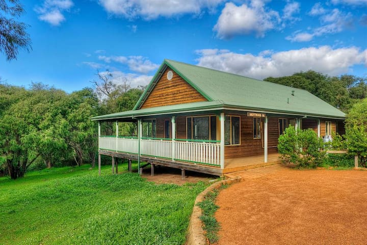 Chalet in Heart of Yallingup Forest