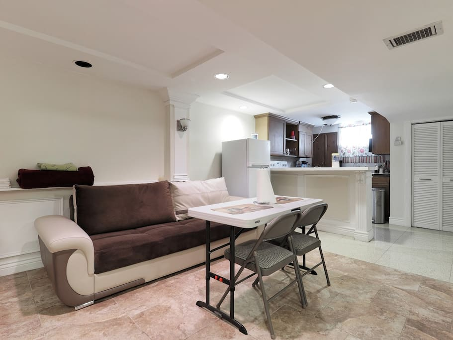 Handsome basement apartment home close to metro for House with basement apartment