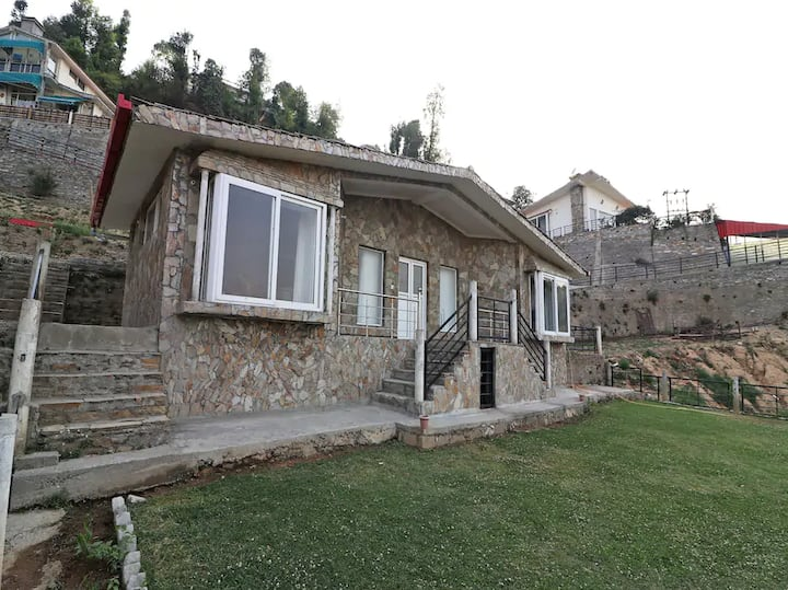 2BR himalayan view vacation home w/garden