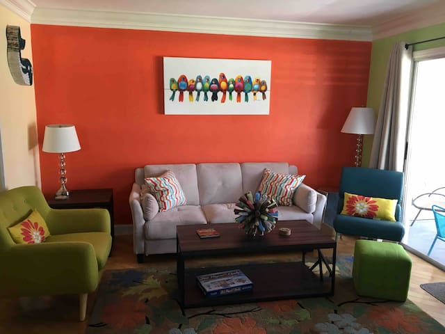 Colorful condo with all the amenities