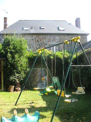 Charmante maison dans petit village Breton - Trémeheuc - House