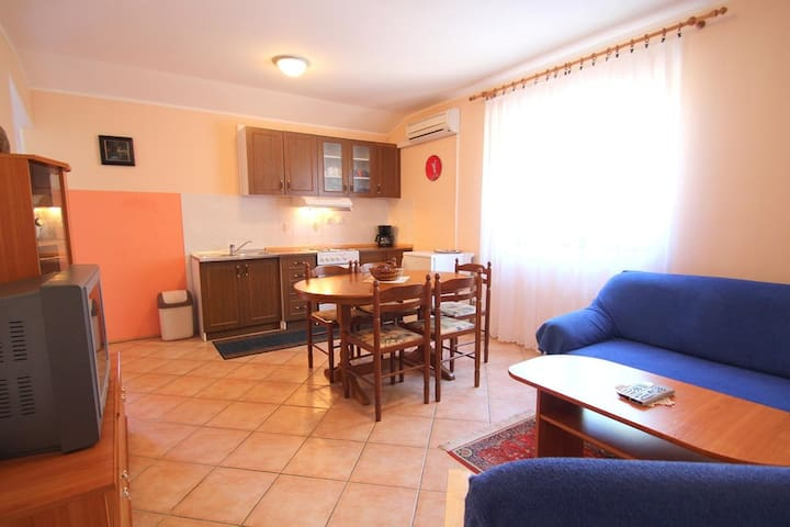 apartment -462- with air conditioning and internet access