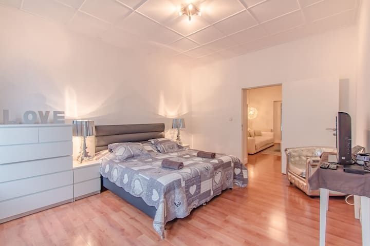 Beautiful apartment for couples in the center