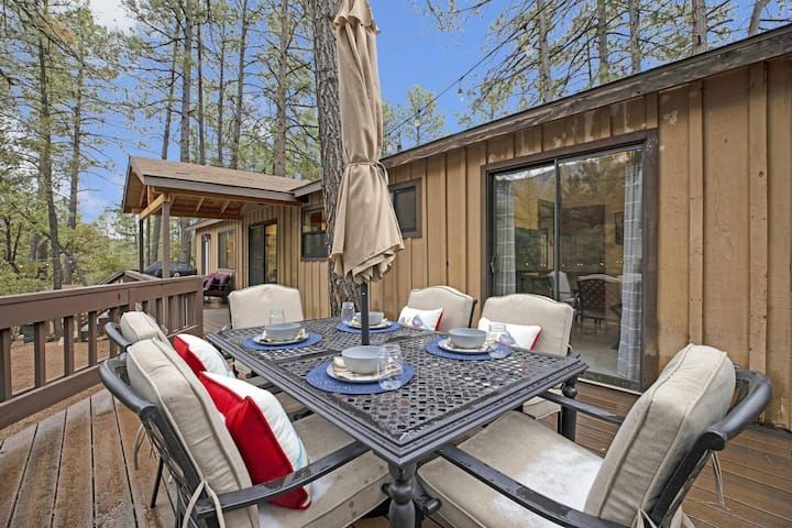 Perfect Cabin In The Woods! Private Deck All Around! Outdoor Fireplace!