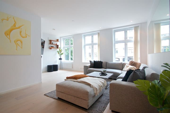 Modern apartment, close to all city sights.