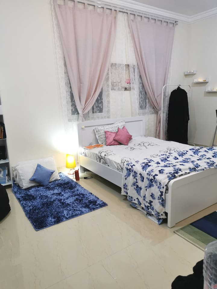 Home sharing with girls only.. No male or couple..