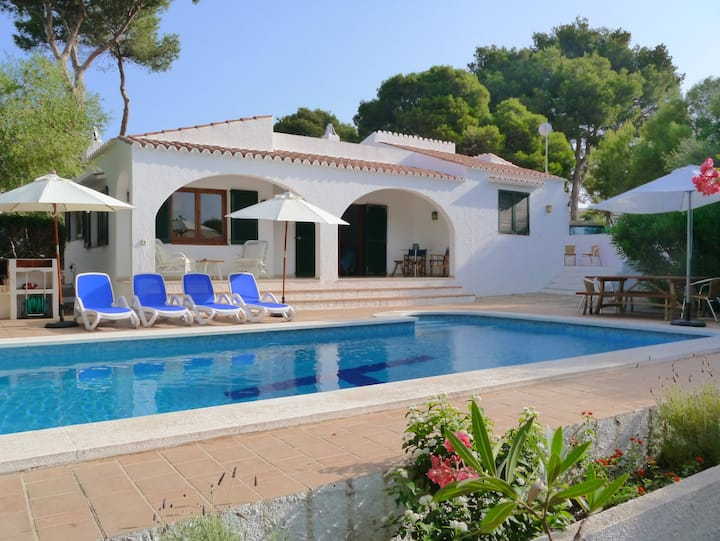 Secluded, pretty villa with private pool