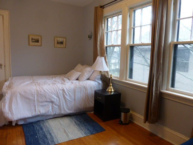Sunny Private Room in Large South-End House - Halifax