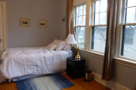 Sunny Private Room in Large South-End House - Halifax - Hus
