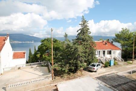 Studio in Krasici with a terrace with sea views - Krašići