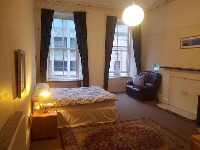 Spacious room near the City centre