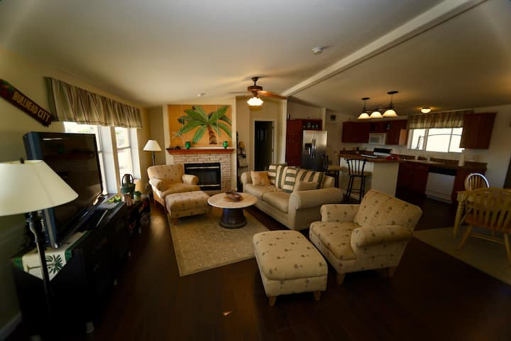 Comfy Home w/King Beds, Views, and RV Garage
