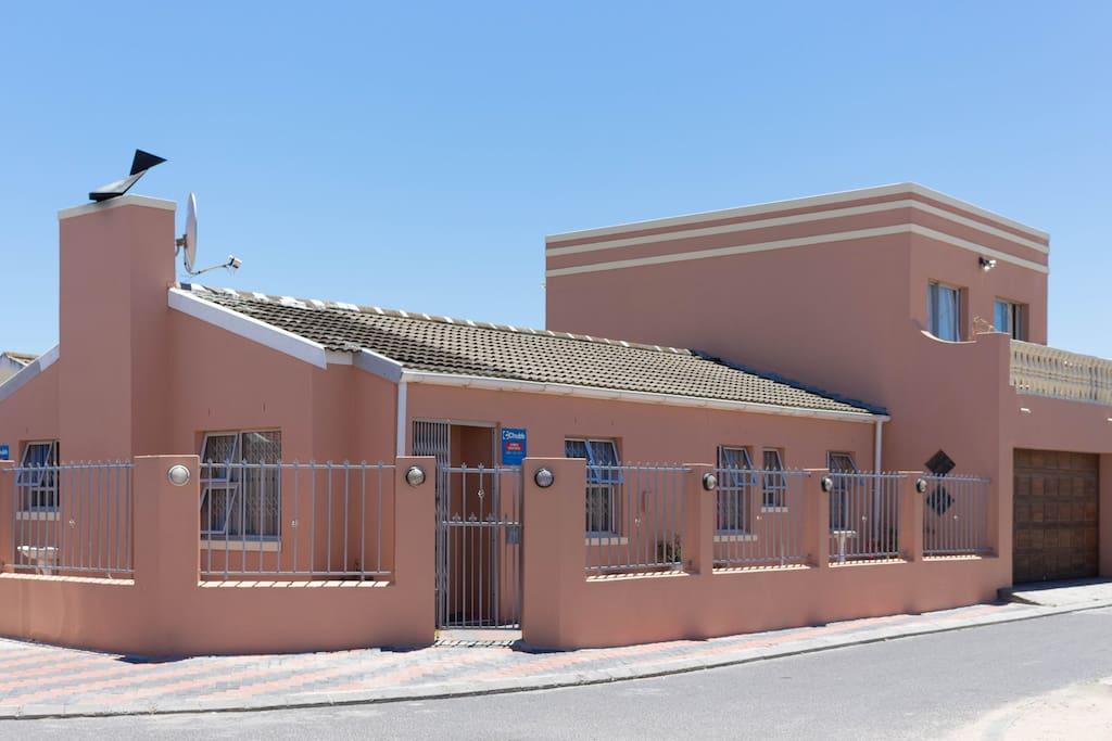 Phoenix Paradise B&B Property