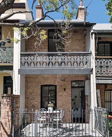 Charming inner city Sydney terrace - Queen bed