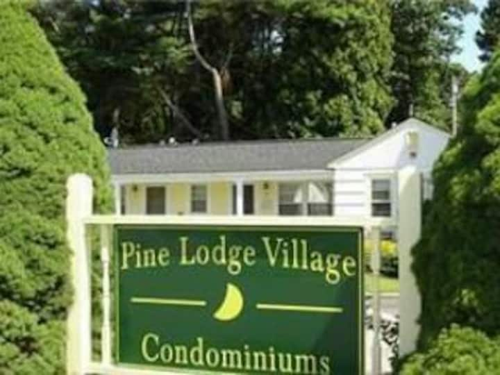Cozy, cute beach condo in Westerly RI . Best value