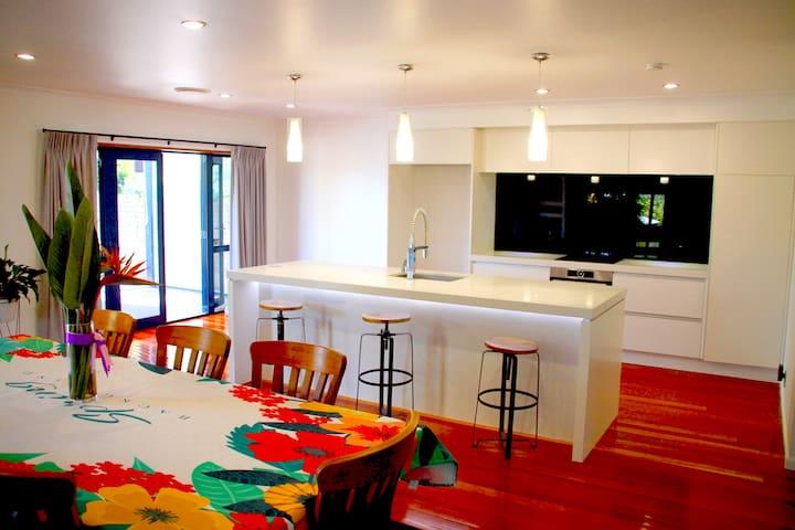 Forrest Hill Oasis Resort Room 4