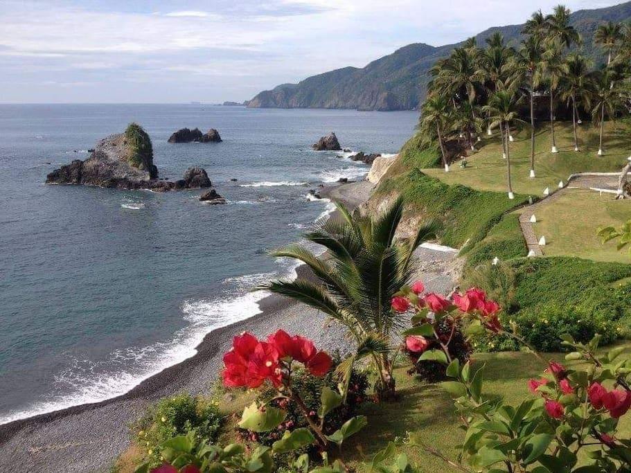vista de la playa y jardines