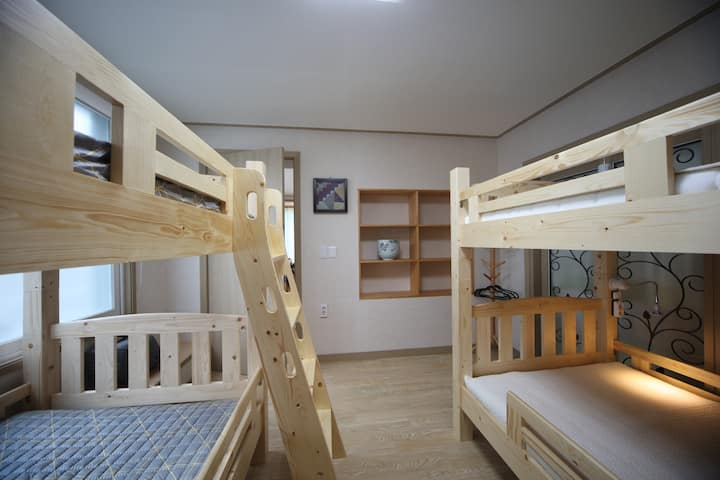 Dormitory Room(Man)-BED4 (인당예약)