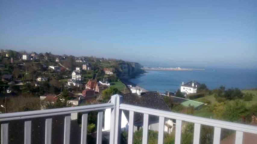 Grande maison calme avec VUE IMPRENABLE sur la mer