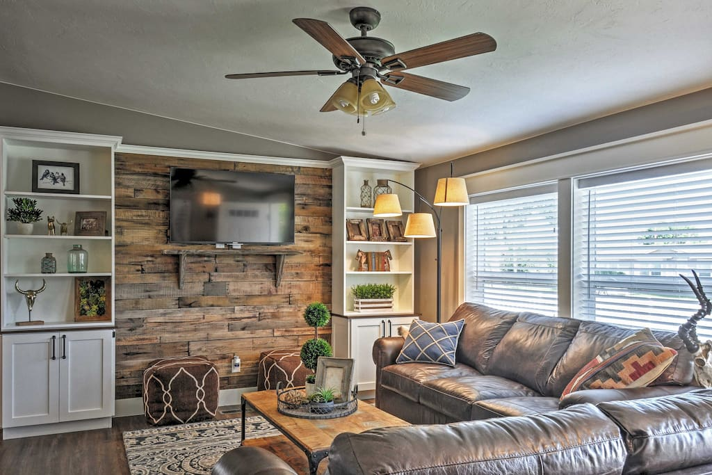 Relax in this invitingly spacious living room.