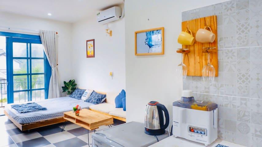 Quiet & Cozy Studio With Balcony Near The Airport