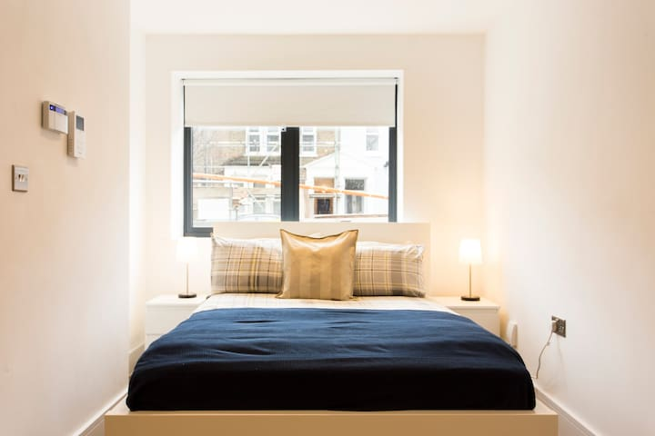 Sleeping space: Double bed
