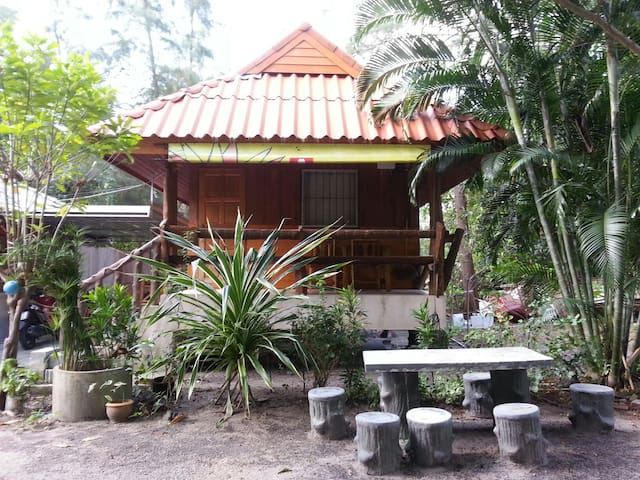 Quadruple Bungalow with A/C. for 4 paxs. - Tambon Khanom