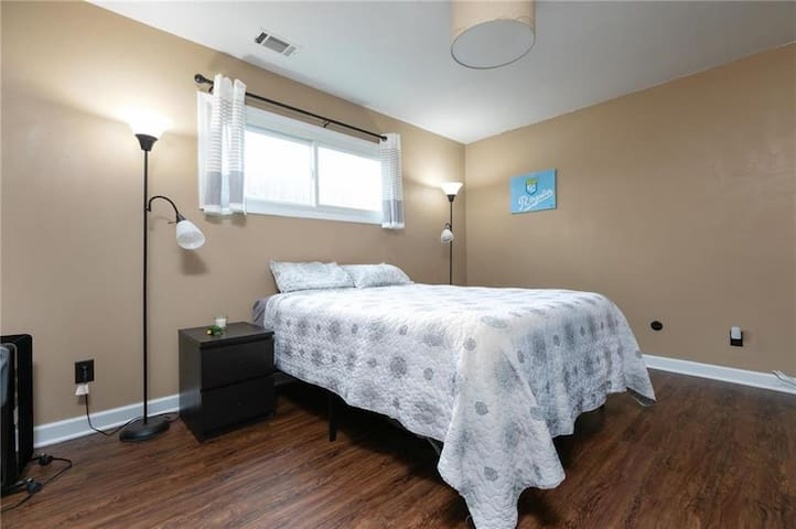 Plaza Area Condo/Long-Term Guests/Near Hospitals