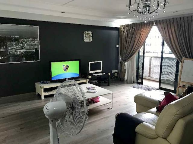 Spacious private room near SengKang