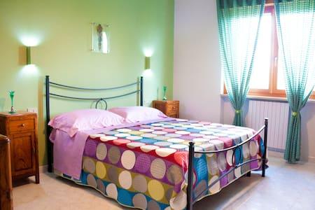 Giano, luminosa stanza matrimoniale in B&B - Benevento - Bed & Breakfast