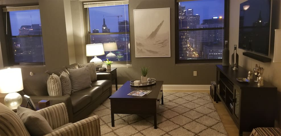 Downtown 1BR Condo | Great Views | Walk Everywhere