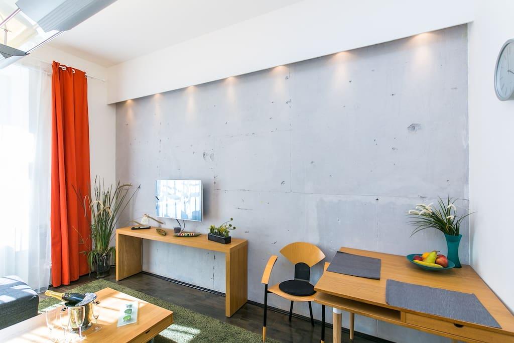 Obytná místnost - jídelní stůl