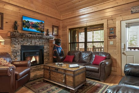 """""""The Mountain House"""" LOCATION, LOCATION, LOCATION! - Pigeon Forge - Stuga"""