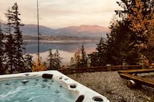 Private 4-person hot tub, overlooking Shuswap Lake. Perfect with a fresh, morning coffee!