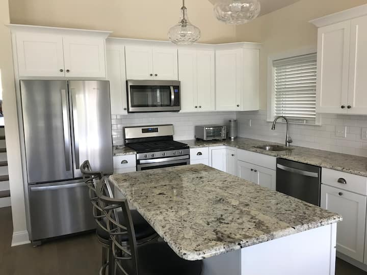 Brand New, 2nd Flr Unit in the Heart of Ocean City