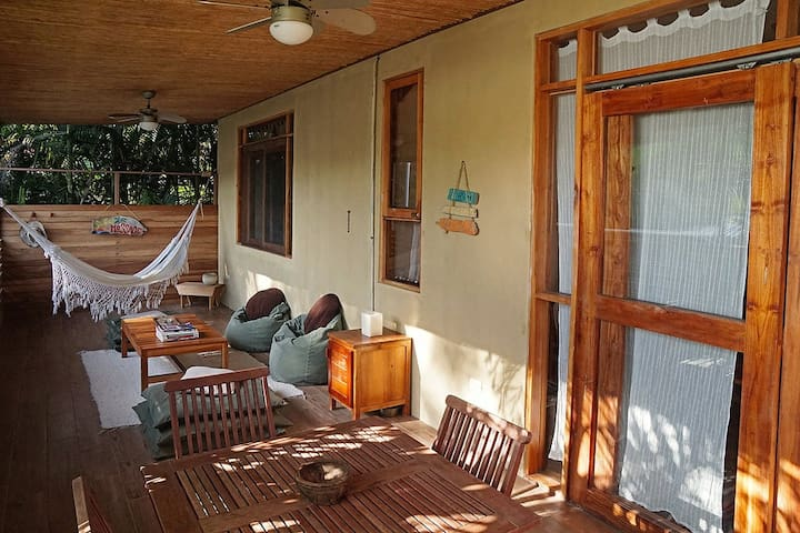 TROPICAL APARTMENT - Great location, cozy & clean