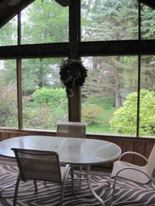 Screened Porch w/Ceiling Fan