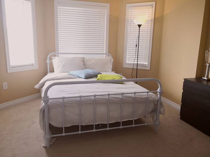 Welcoming,Bright & Comfortable Bedroom A