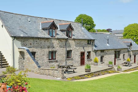 Four delightful stone barn conversions in Exmoor National Park. Pet-friendly. - Dulverton,