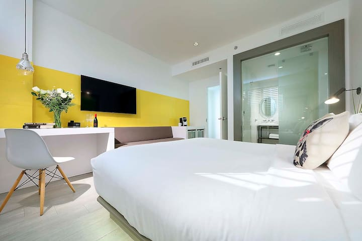 Deluxe Room in South Beach Boutique Hotel