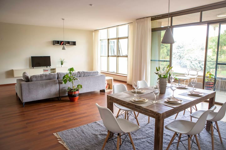 Bright and modern apartment with pool, UN, Nairobi