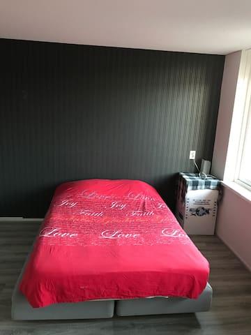 Mooie ruime kamer te huur incl WiFi - Almere